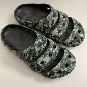 Keen Yogui Arts 1002034 Camo Green Slip On Clogs